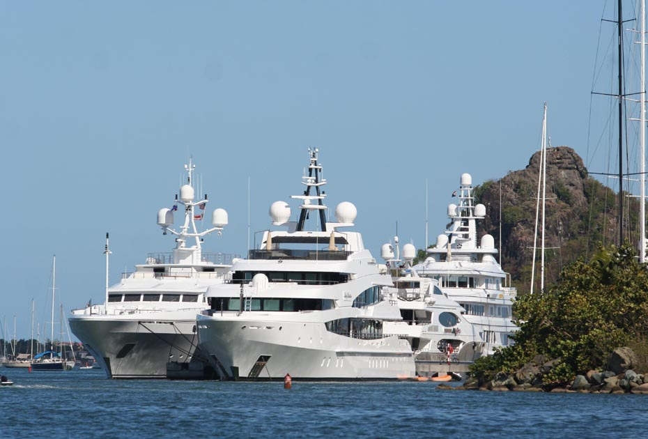 Grands yachts dans Simpson Bay